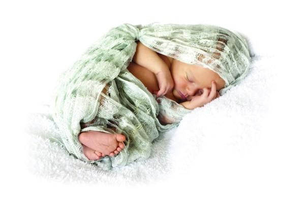 Újszülöttek pólyázása  pró és kontra   Bébik 635745252d